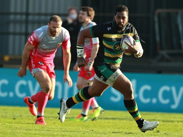 Taqele Naiyaravoro scored for Saints during the first half at Rodney Parade